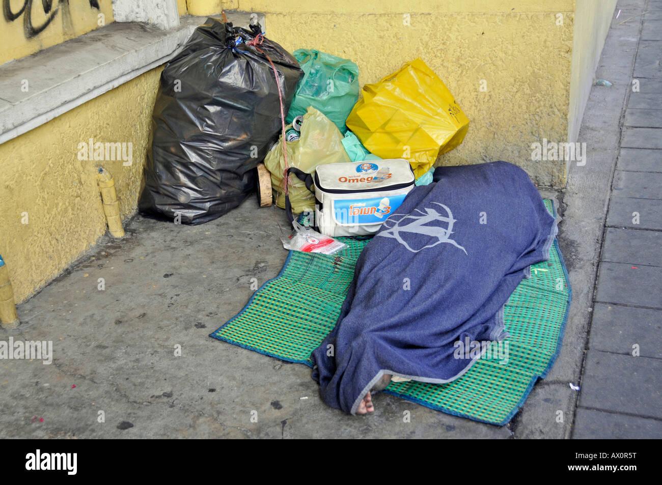 Homeless street artisan, Bangkok, Thailand, Southeast Asia, Asia - Stock Image