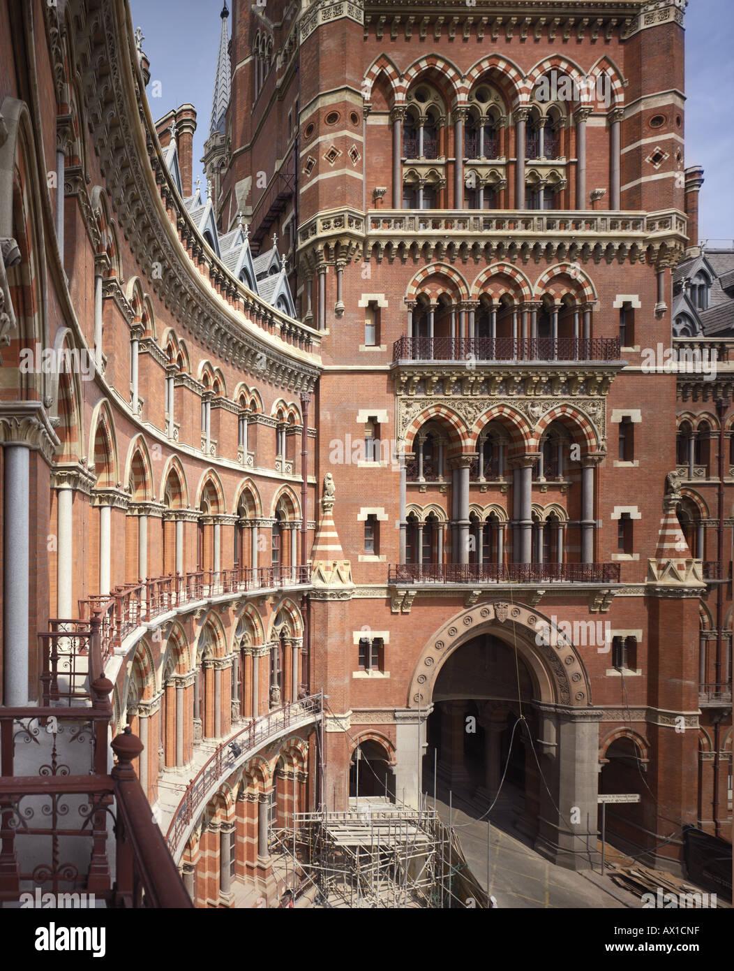 ST. PANCRAS STATION AND HOTEL, LONDON, UK - Stock Image