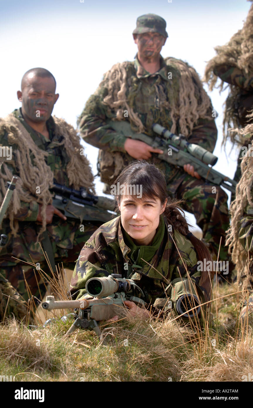 A BRITISH ARMY FEMALE RECRUIT AT A FIRING RANGE IN BRECON WALES DURING A SNIPER TRAINING COURSE - Stock Image