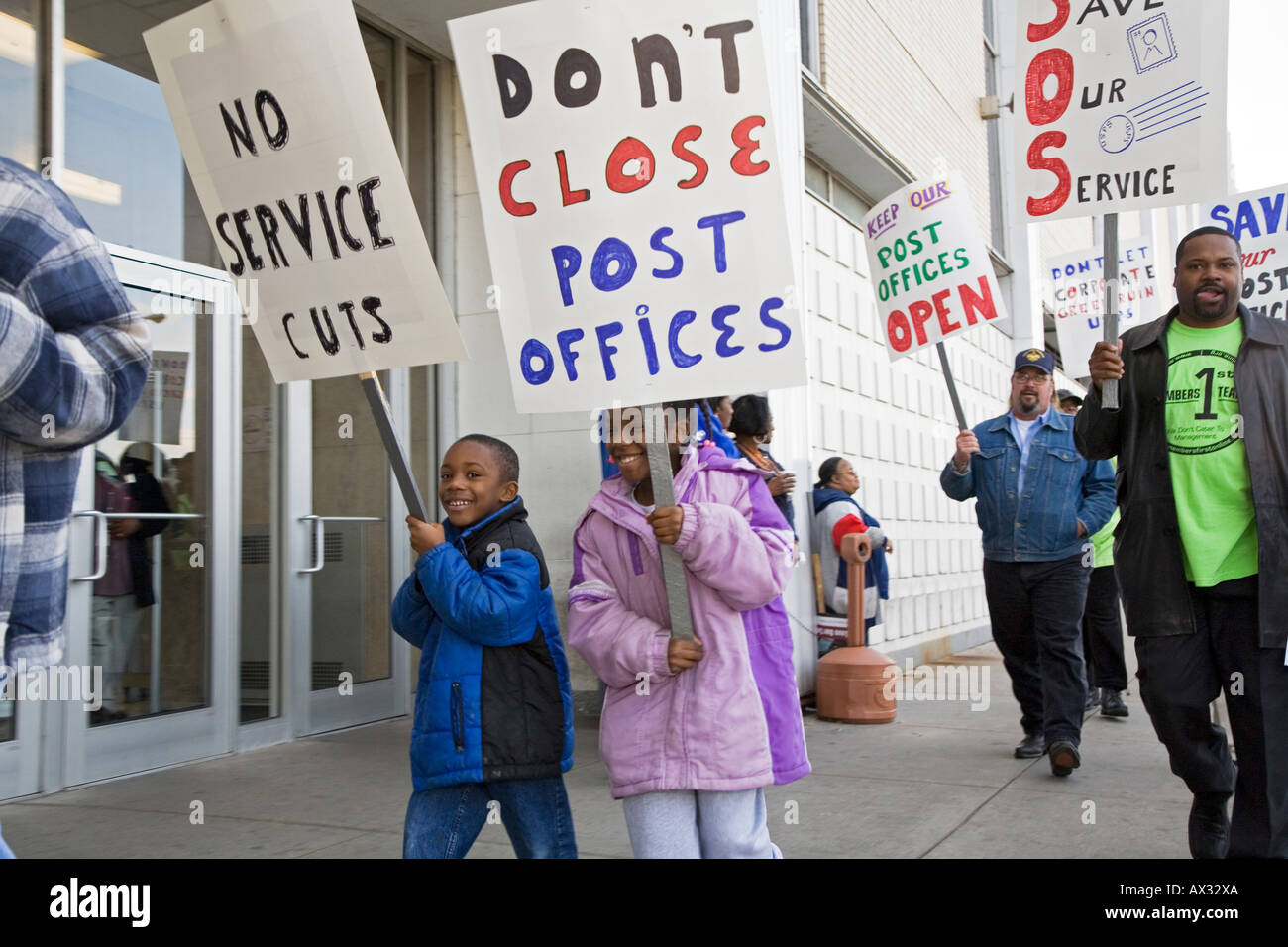 Workers Oppose Postal Consolidation - Stock Image