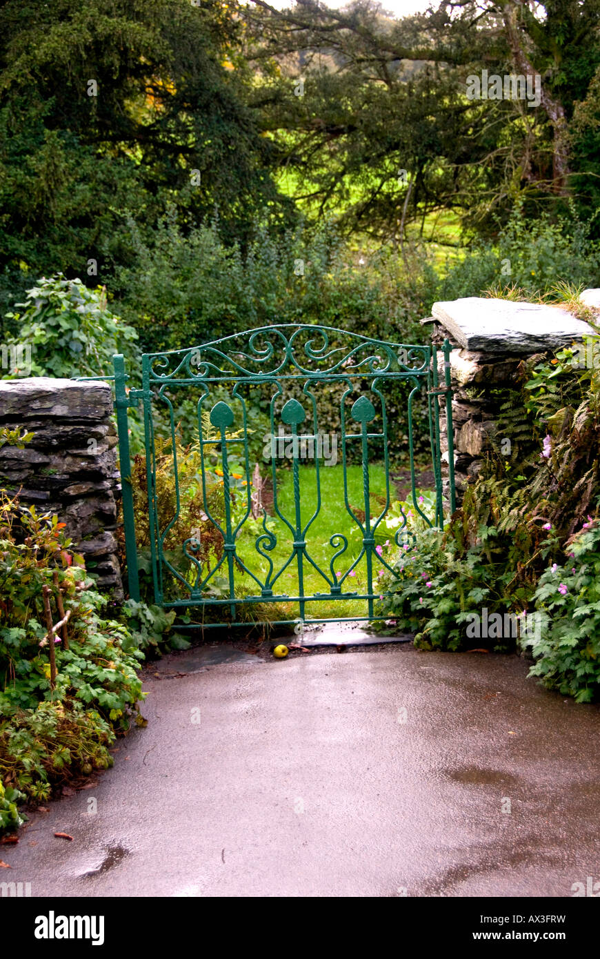 Garden gate featured in Beatrix Potter tales at Hill Top, Near Sawrey, UK, Lake District - Stock Image