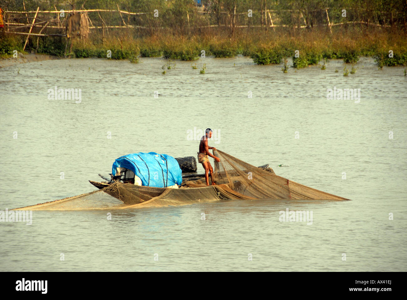 fisherman hauling in nets, Mongla, delta waterways, Bangladesh - Stock Image