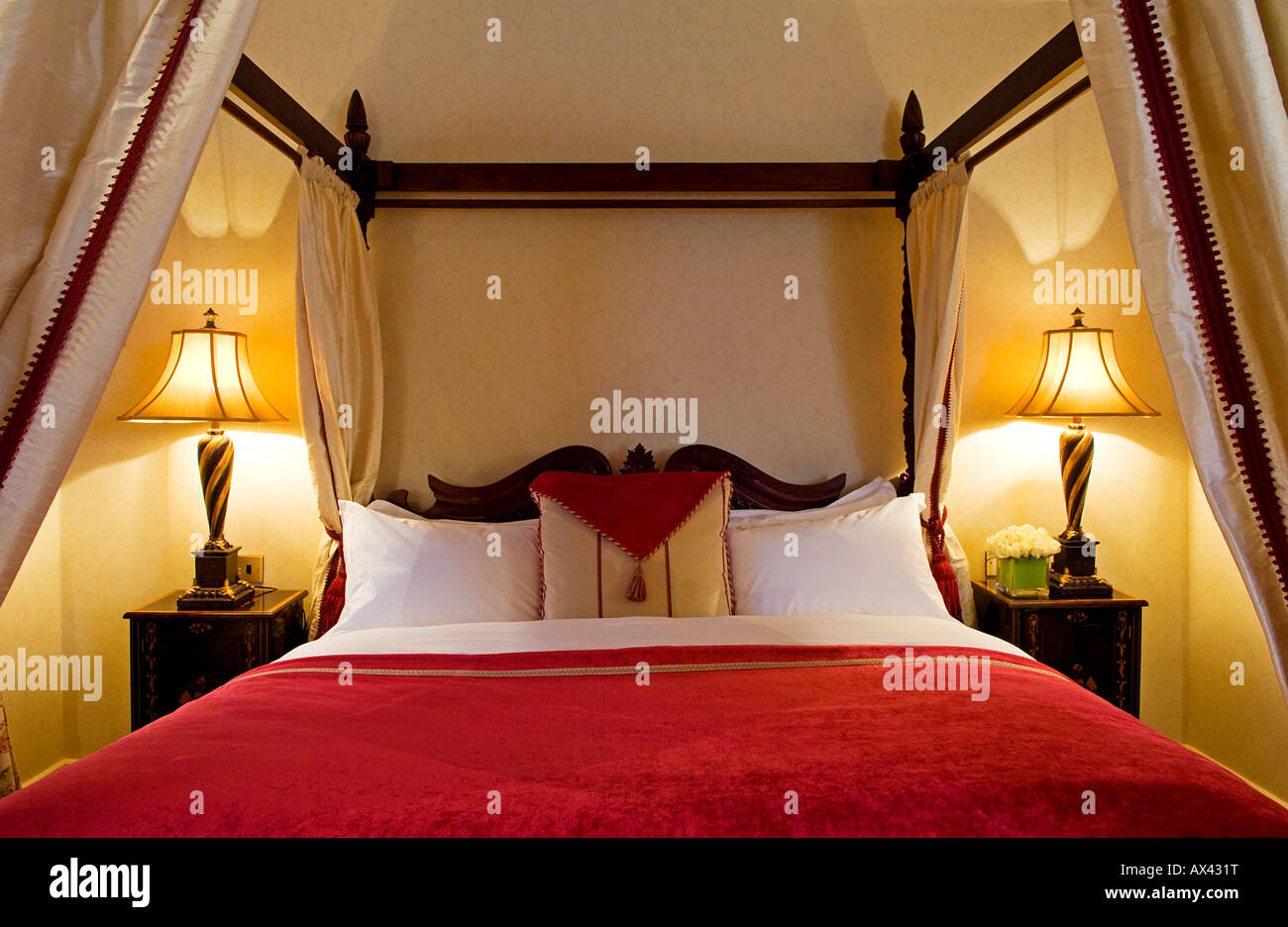 Northern Ireland, Fermanagh, Enniskillen. The four-poster bed in The Nick Faldo Suite at Lough Erne Golf Resort. - Stock Image