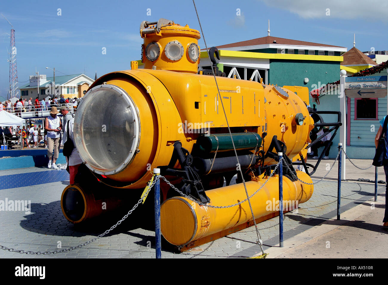 ocean-research-submarine-draws-attention-from-tourists-on-dock-in-AX510R.jpg