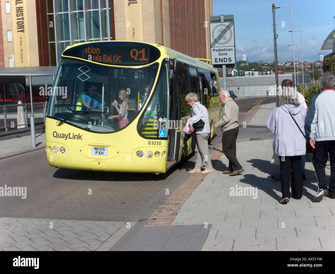 Modern Bus Stock Photos & Modern Bus Stock Images - Alamy