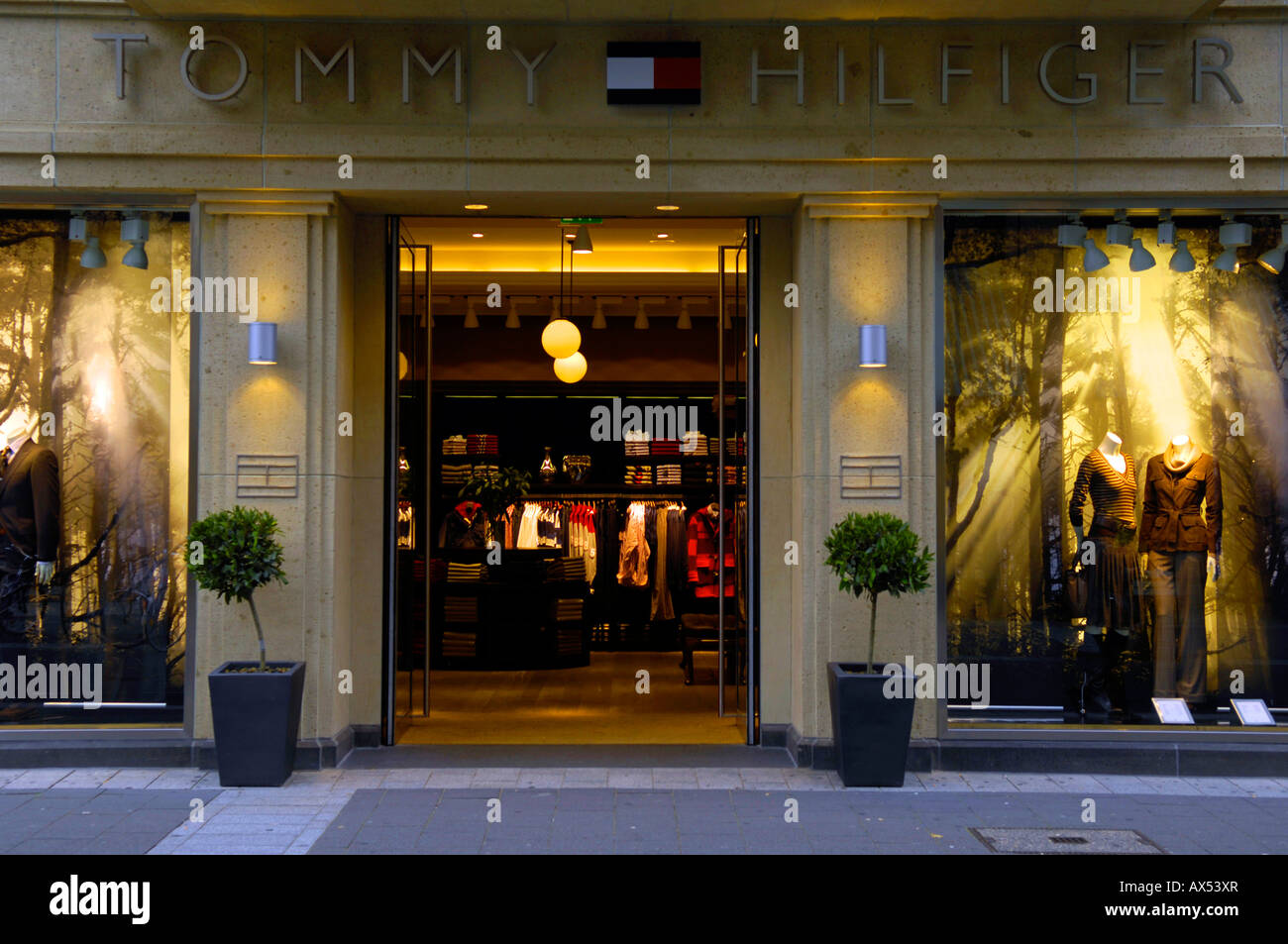 tommy hilfiger designer store duesseldorf dusseldorf germany fashion retail  clothes consumerism american shop highstreet germany f90ab870155