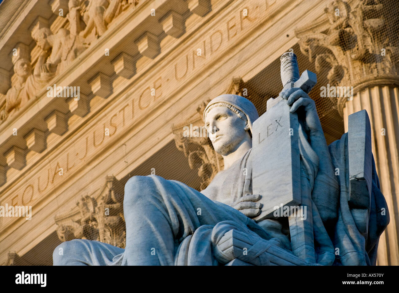 """Authority of Law"" statue at the entrance of the United States Supreme Court Stock Photo"