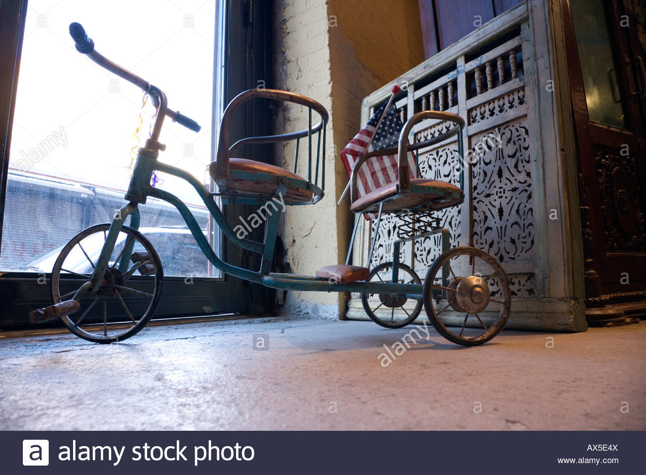 a antique twin seat tricycle with American flag Stock Photo