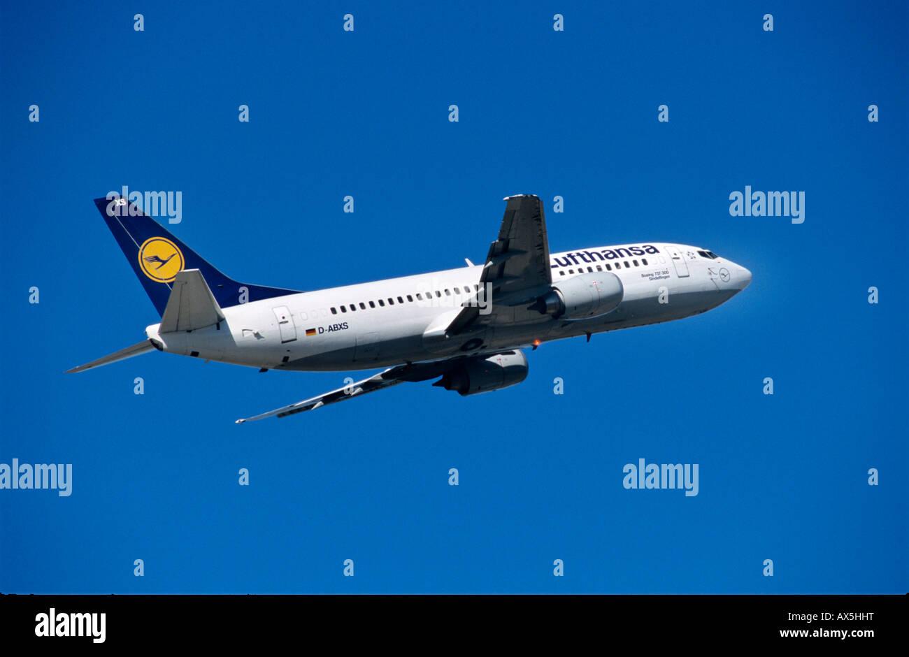 Lufthansa Boeing 737, climb - Stock Image