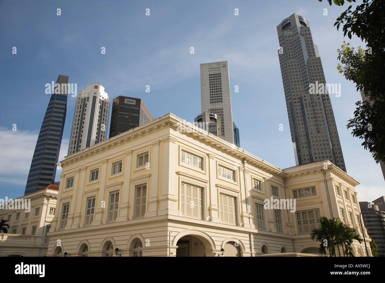 Asian Civilisations Museum in the Colonial District and the Singapore skyline beyond - Stock Image