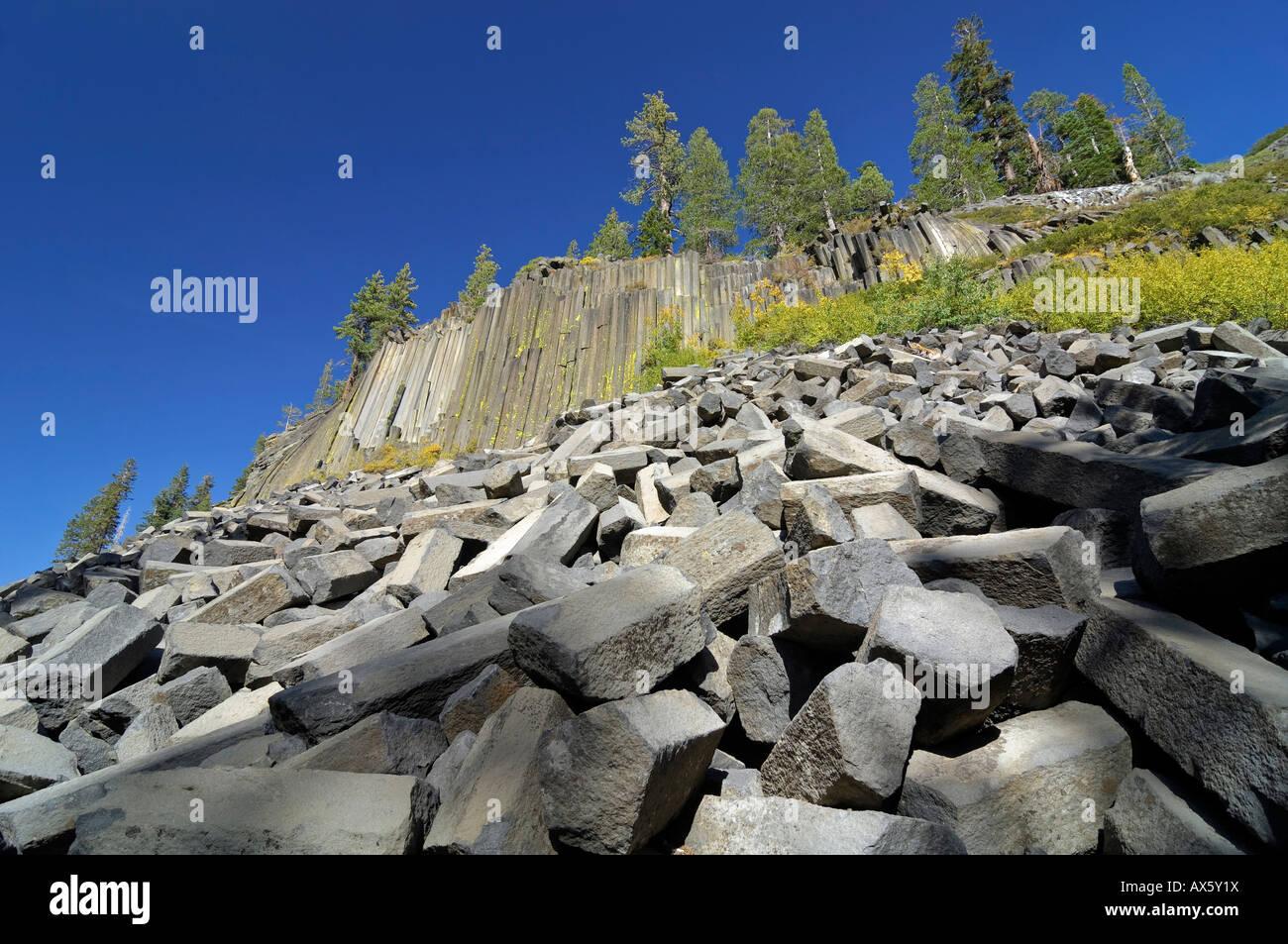 Broken-off pieces of basalt columns at Mammoth Lake, Devil's Postpile National Monument, California, USA - Stock Image