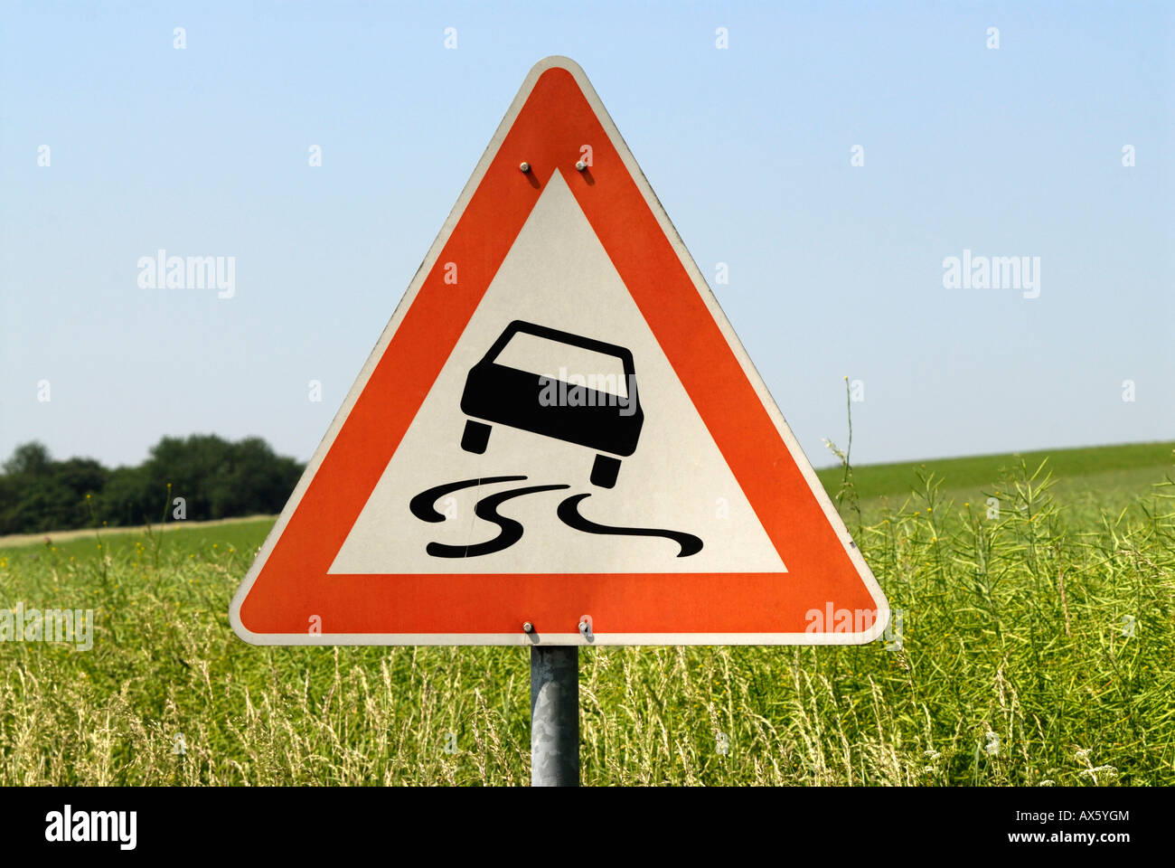 Traffic sign, slippery when wet - Stock Image