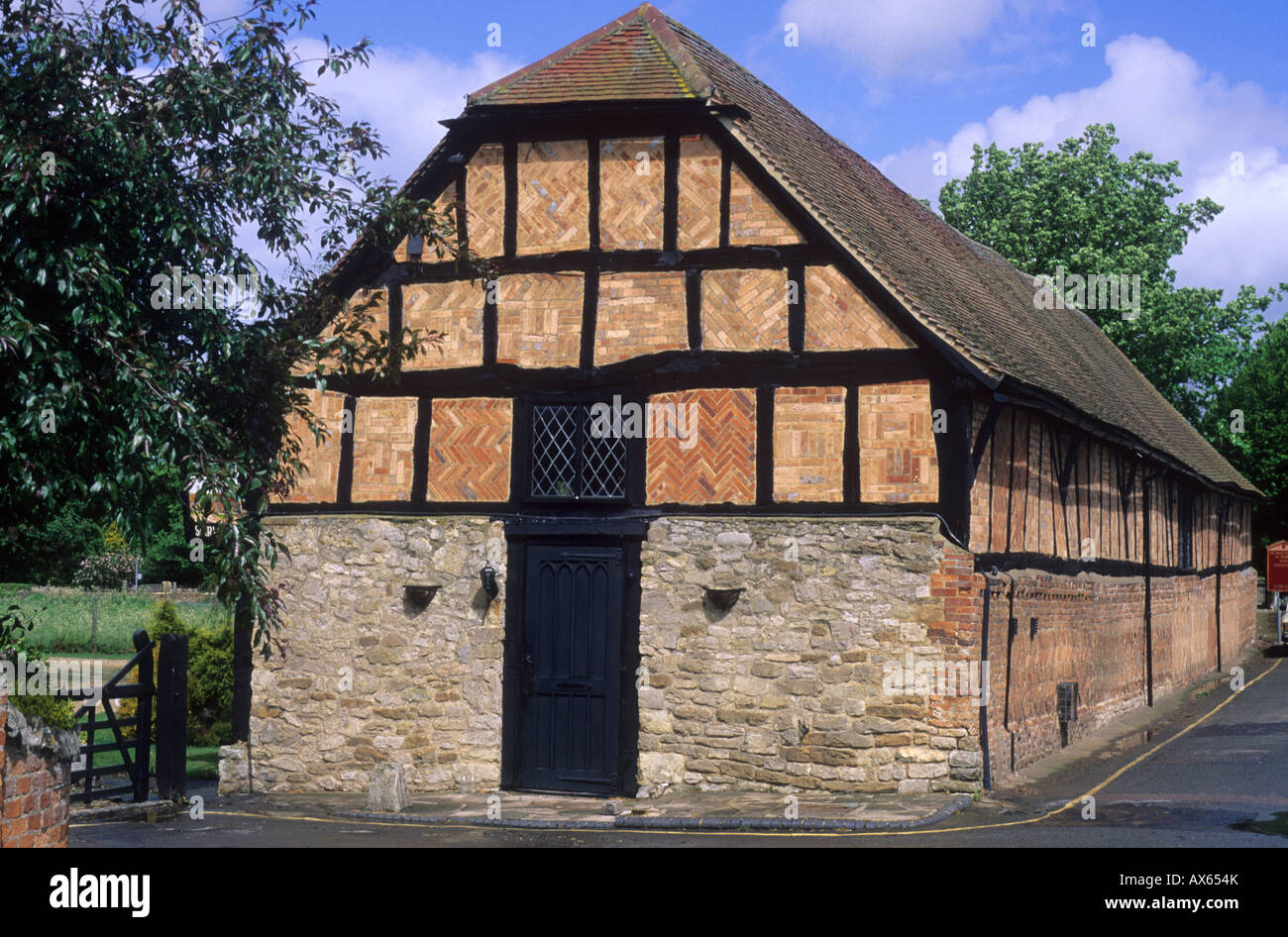 Thame Oxfordshire Medieval Tithe Barn half timbered England UK history English architecture travel tourism - Stock Image