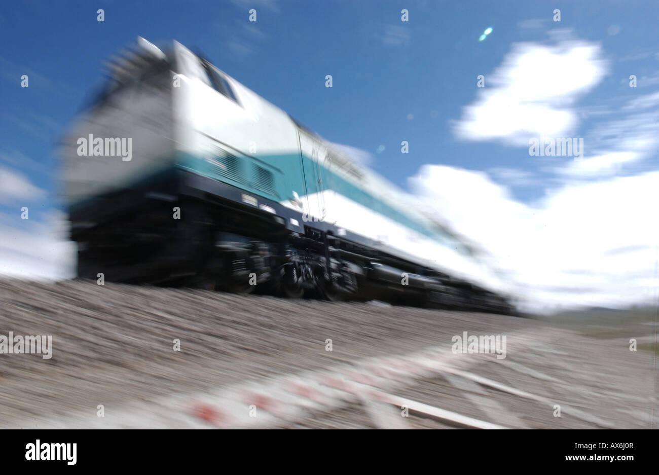 A train on the Tibet railway (Tibet train) crosses the 5072m Tangula pass, the railway's highest point. - Stock Image