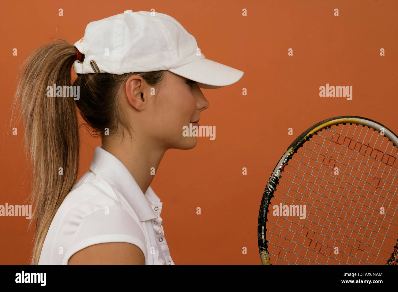 8ff489956 A female tennis player wearing a cap and holding a racket Stock ...