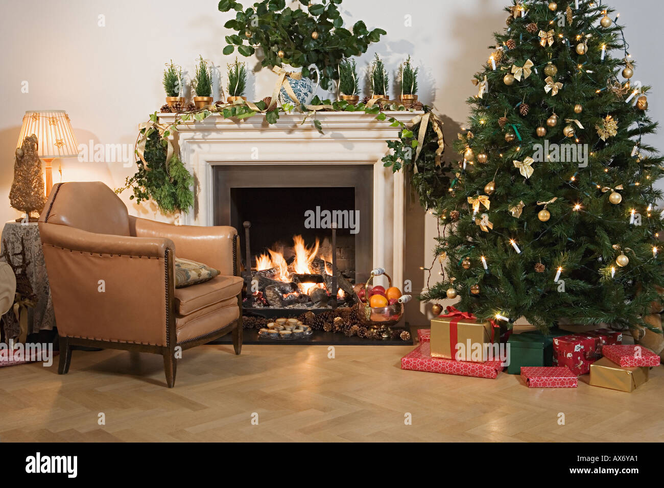 Festively decorated living room - Stock Image