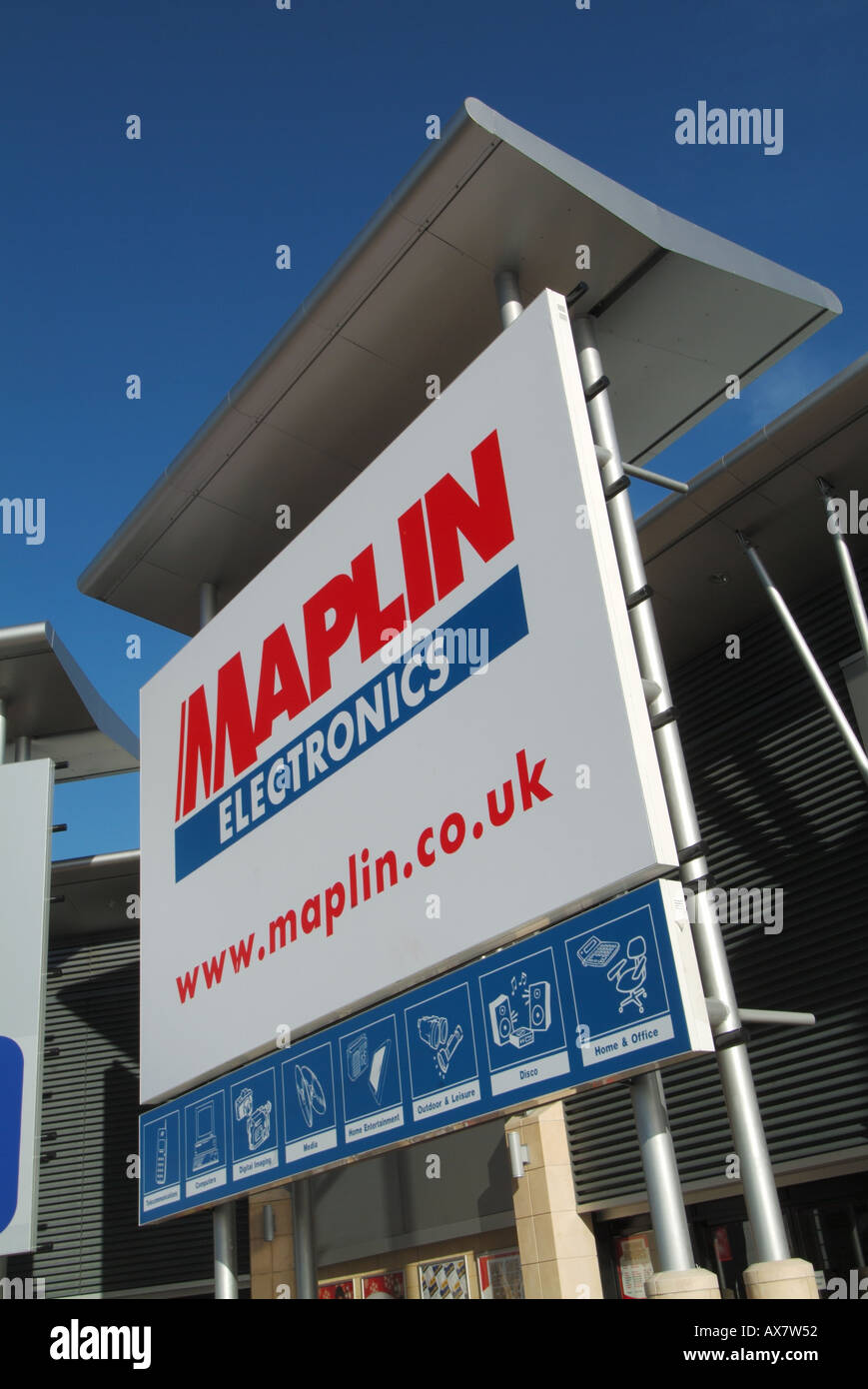 West Thurrock Lakeside retail park with Maplin Electronics store sign incorporating web site address - Stock Image
