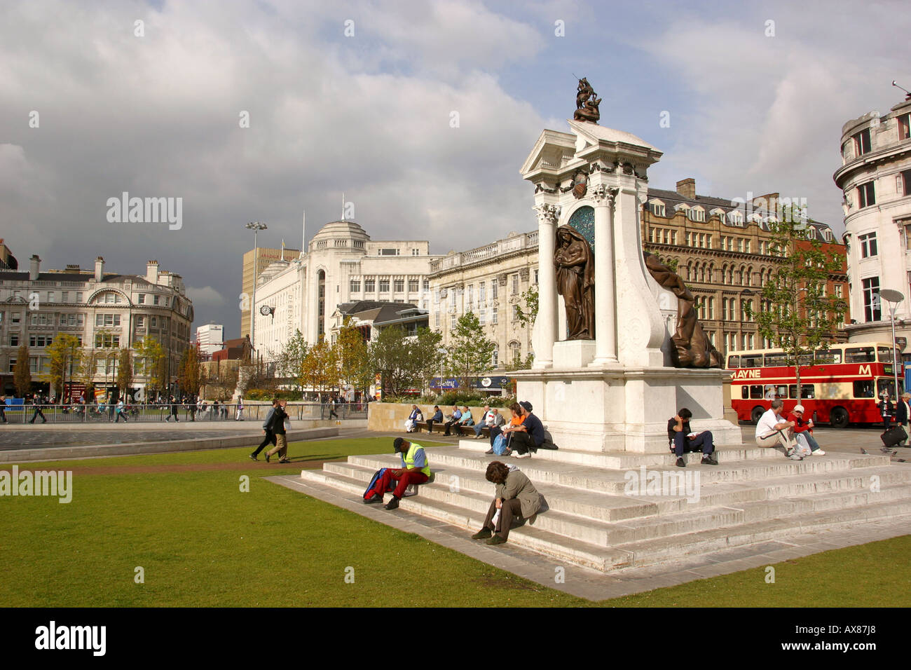 Manchester Piccadilly Gardens war memorial - Stock Image