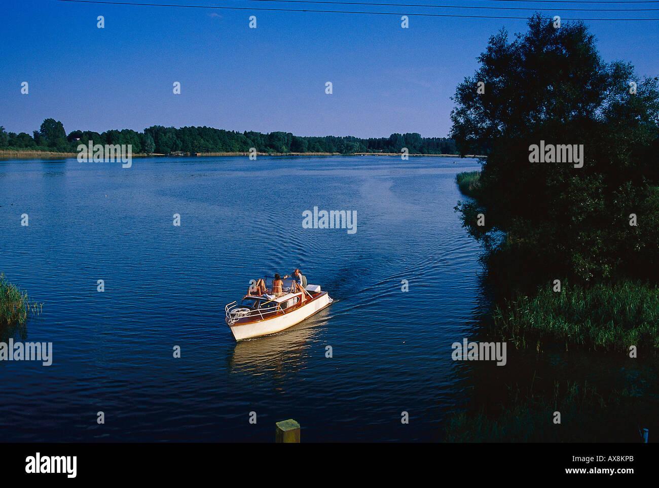 Motorboot auf Mueritz-Arm, Vipperow, Mecklenburgische Seenplatte Meck.-Vorpommern, Deutschland - Stock Image