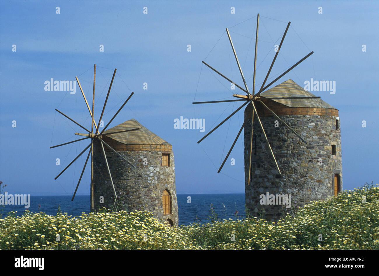 Windmuehlen mit Blumen, Chios Griechische Inseln - Stock Image