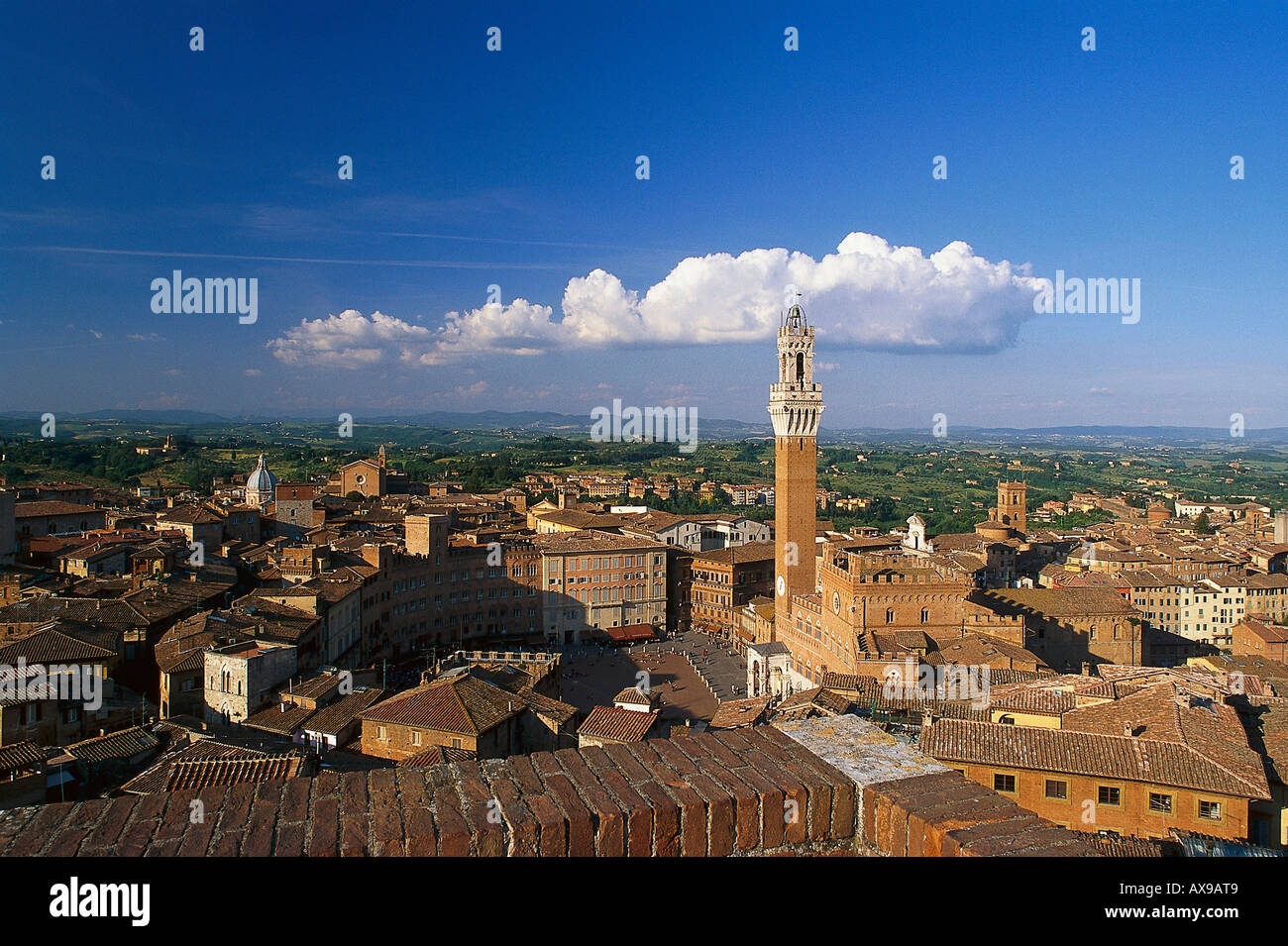 Townscape with Piazza del Campo, Torre del Mangia and Palazzo Pubblico, Siena, Tuscany, Italy - Stock Image