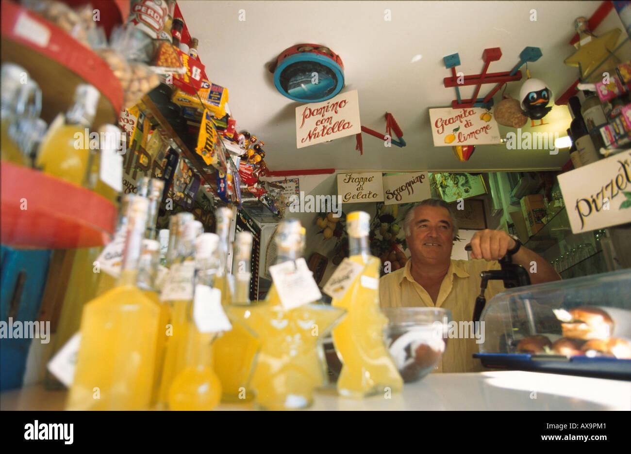 Eis und Getraenkestand, Capri, Kampanien Italien - Stock Image