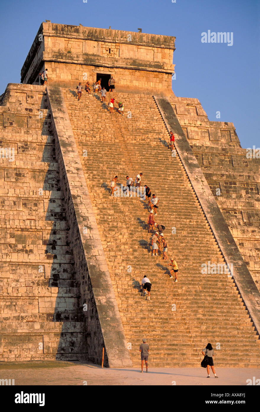 Elk156 1825 Mexico Yucatan Chichen Itza El Castillo Pyramid of Kukulcan Mayan Post Classic Toltec period 900 1200 - Stock Image