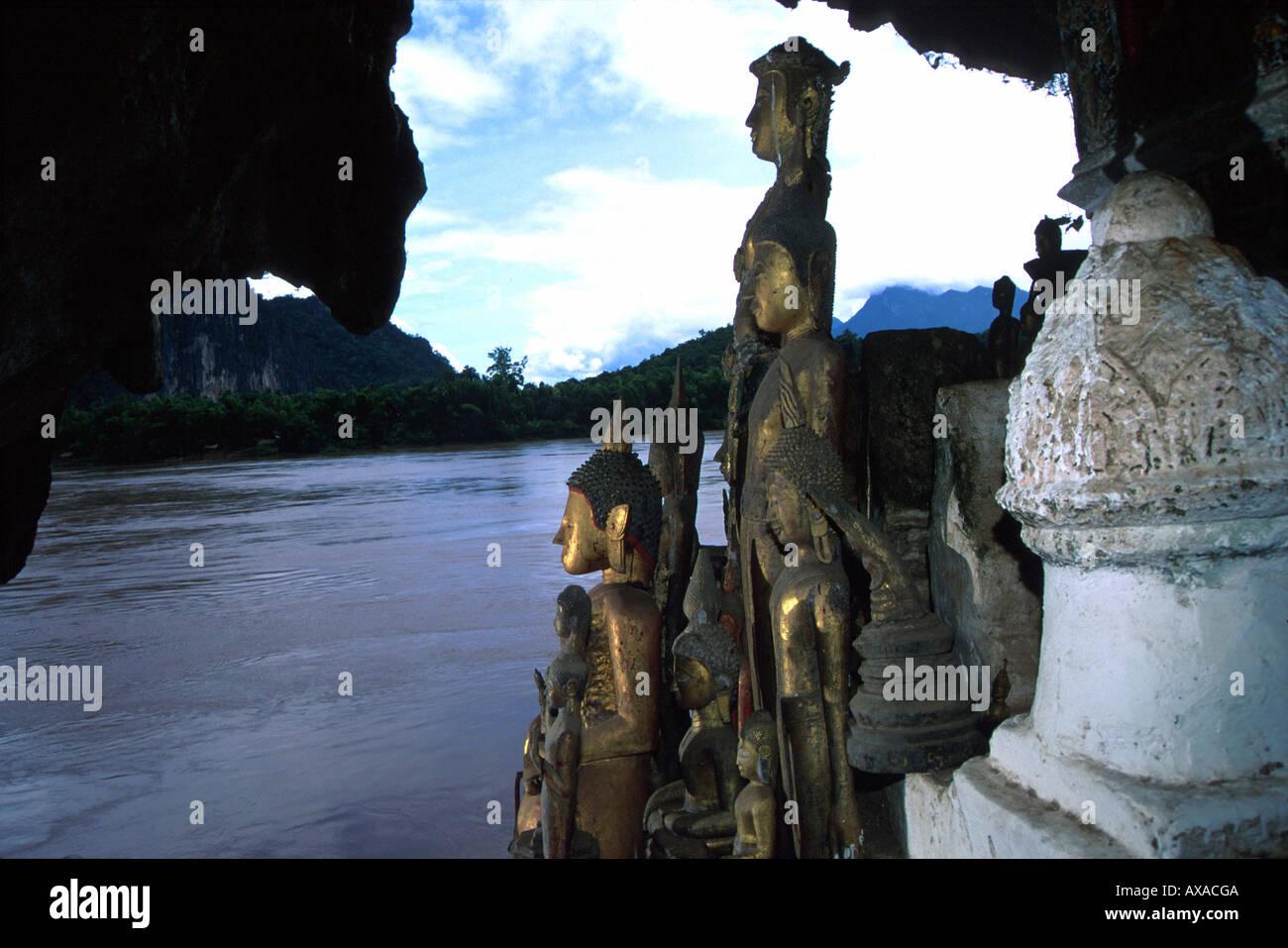 Statuen in der Hoehle von Pak Ou, Luang Prabang Laos - Stock Image