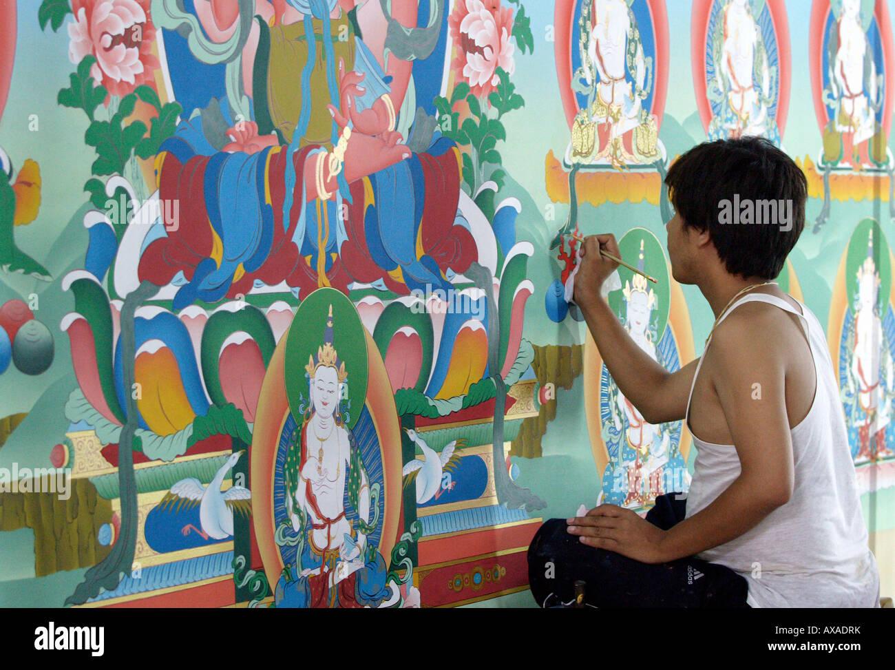 Man painting Thangka at the Drukpa Kagyu monastery, India - Stock Image