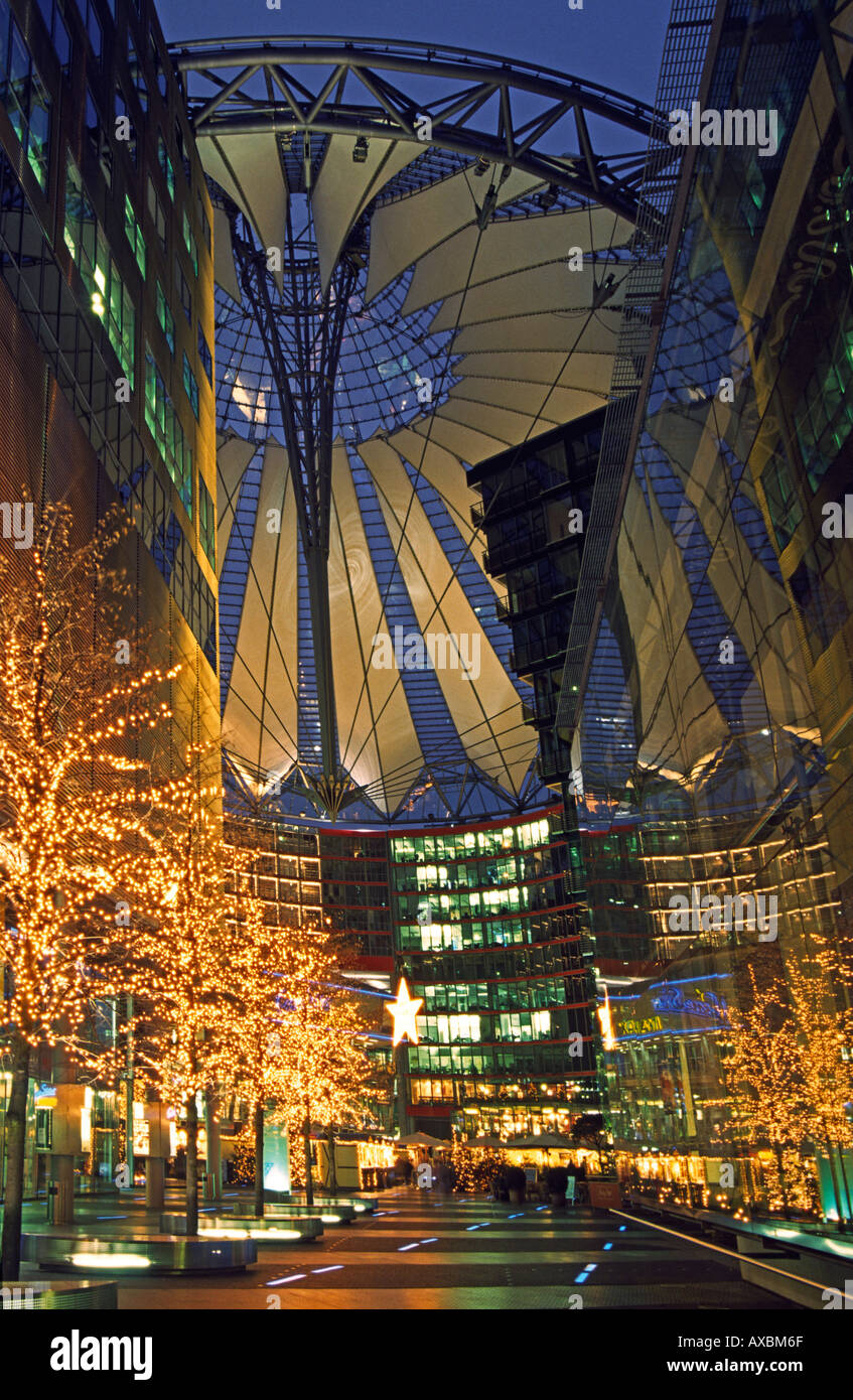 Berlin Potsdamer Platz Sony Center Atrium new forum covered by a huge cupola arch architecture by Helmut Jahn Murphy Chicago daw - Stock Image