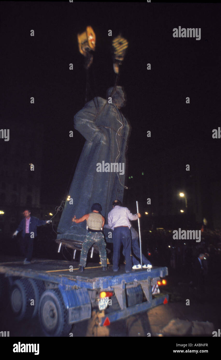 Dzerzhinsky monument outside KGB headquarters is removed from pedestal during coup, Moscow, Russia, August 22, 1991 - Stock Image