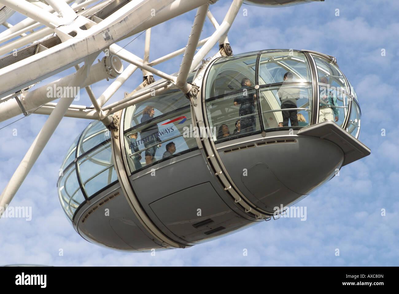 london eye wheel frame capsules hanging rotating southbank river ...
