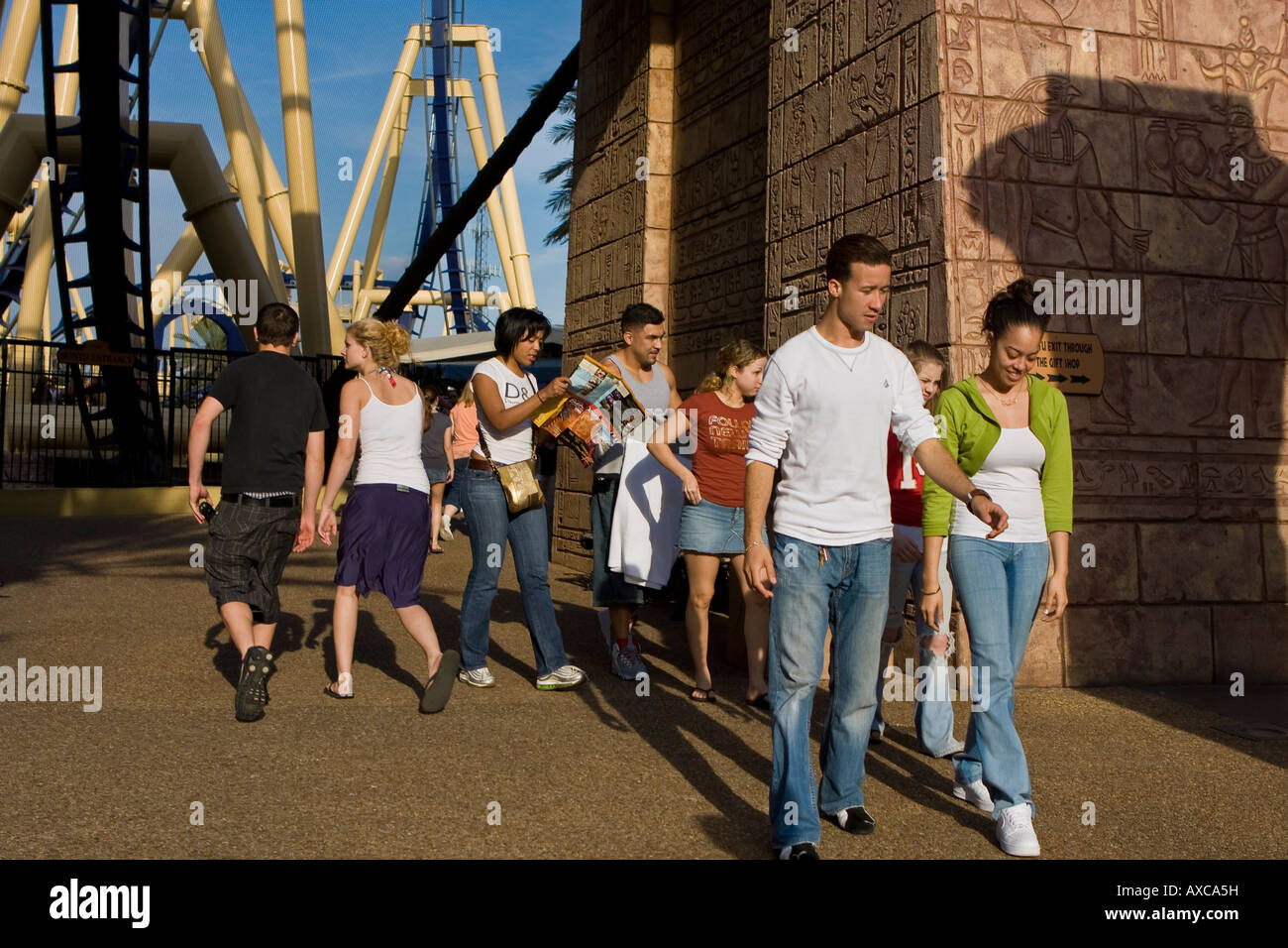 People Having Fun Busch Gardens Stock Photos & People Having Fun ...