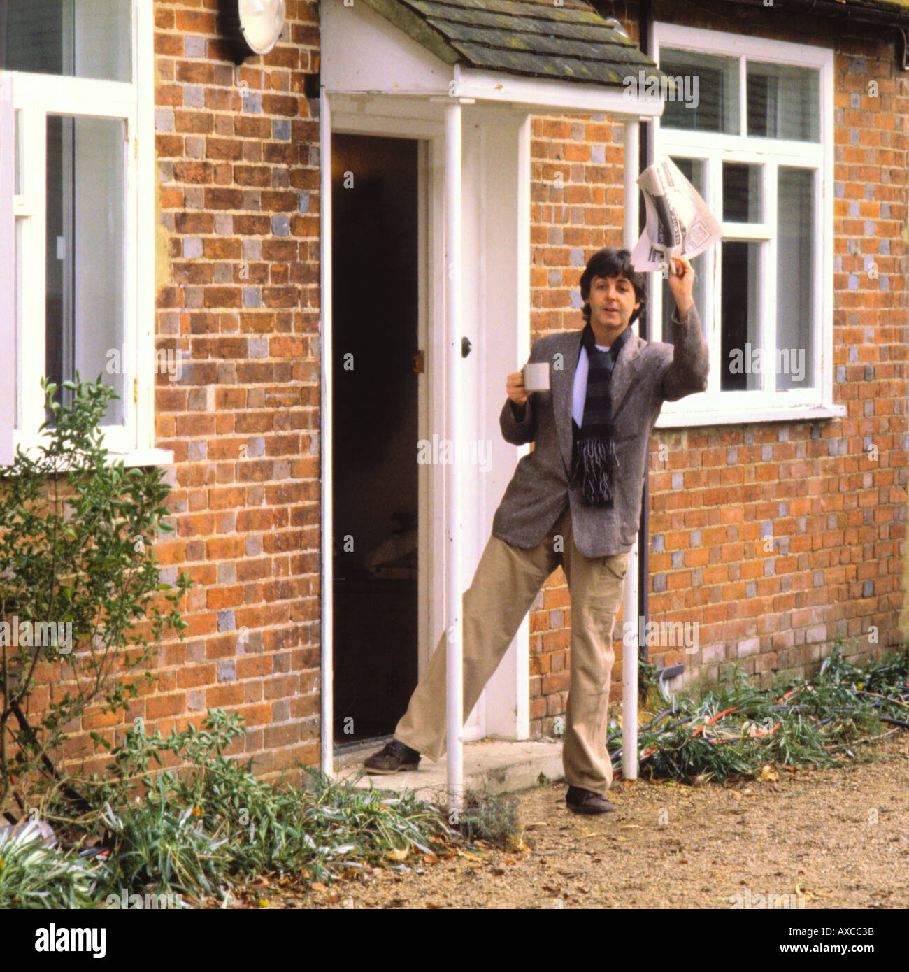 paul mccartney waving good morning america outside his. Black Bedroom Furniture Sets. Home Design Ideas