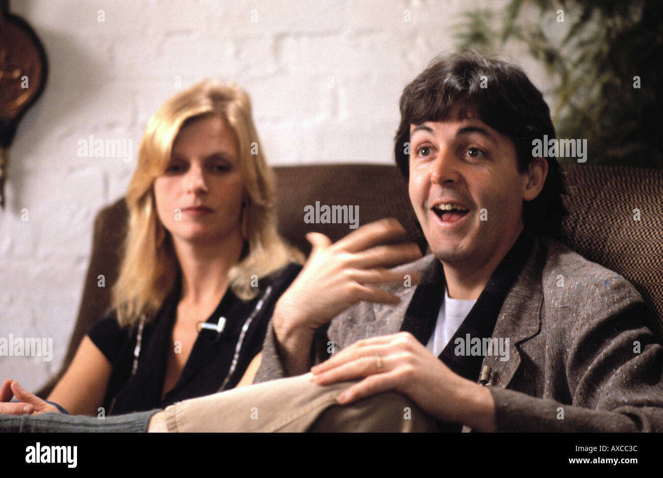 Paul and Linda McCartney seated in their Sussex farmhouse during interview for 'Good Morning America' 27 November 1980 PER0014 - Stock Image