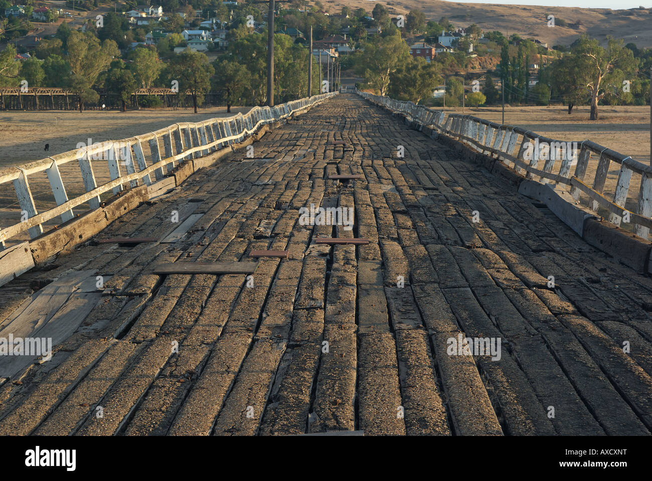 the old wooden road bridge to gundagai Stock Photo: 16805411