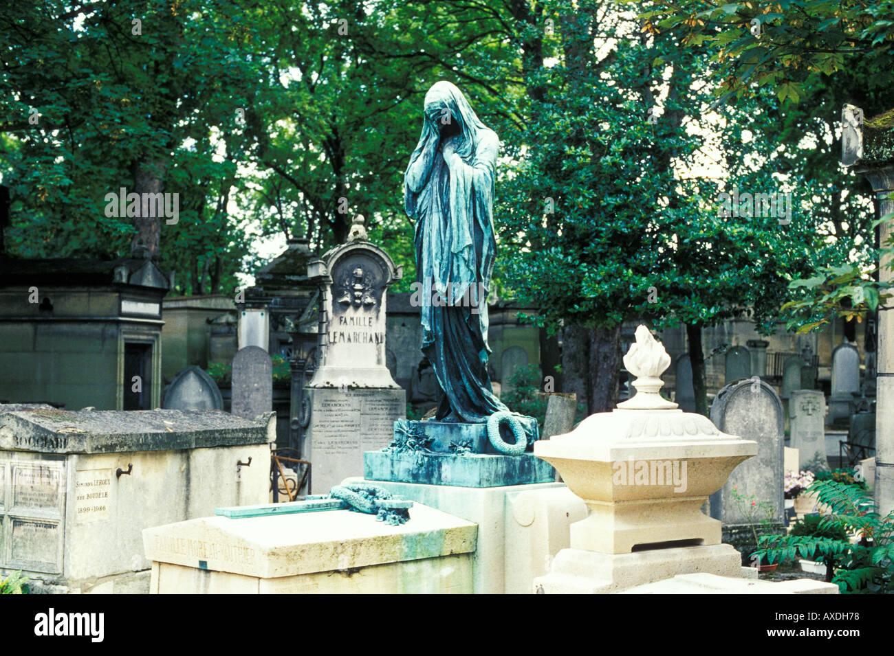 Cimetiere Pere Lachaise Paris France Stock Photo: 5487991