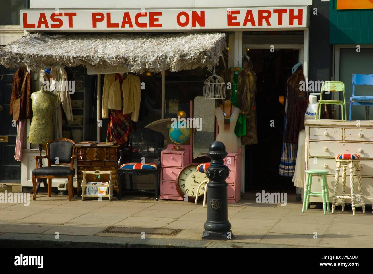 Second hand shop on in Kensington London UK - Stock Image
