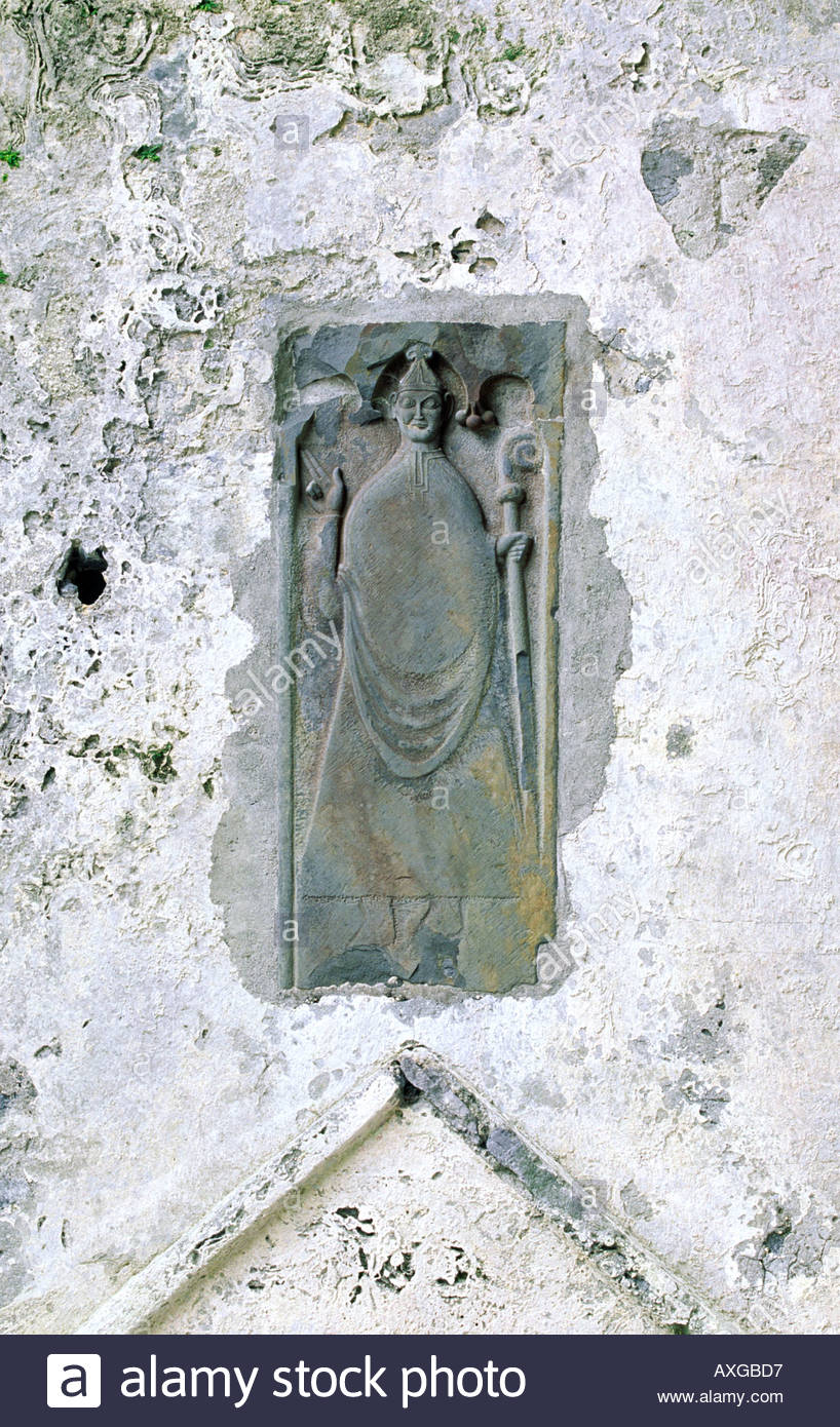 Effigy of a bishop in the ruined choir of Corcomroe Cistercian Abbey, County Clare, Ireland. Founded 1195. - Stock Image
