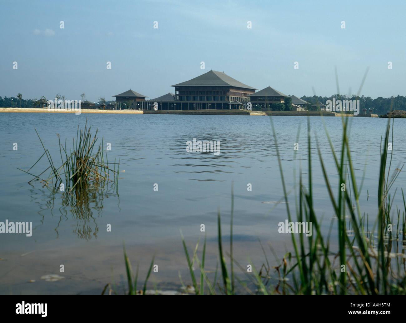 Parliament of Sri Lanka, Columbo. Architect: Geoffrey Bawa - Stock Image