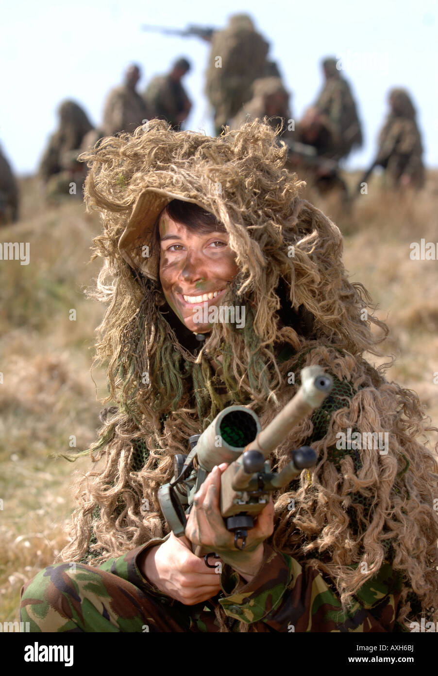 A BRITISH ARMY FEMALE RECRUIT DURING A SNIPER TRAINING COURSE IN BRECON  WALES - Stock Image