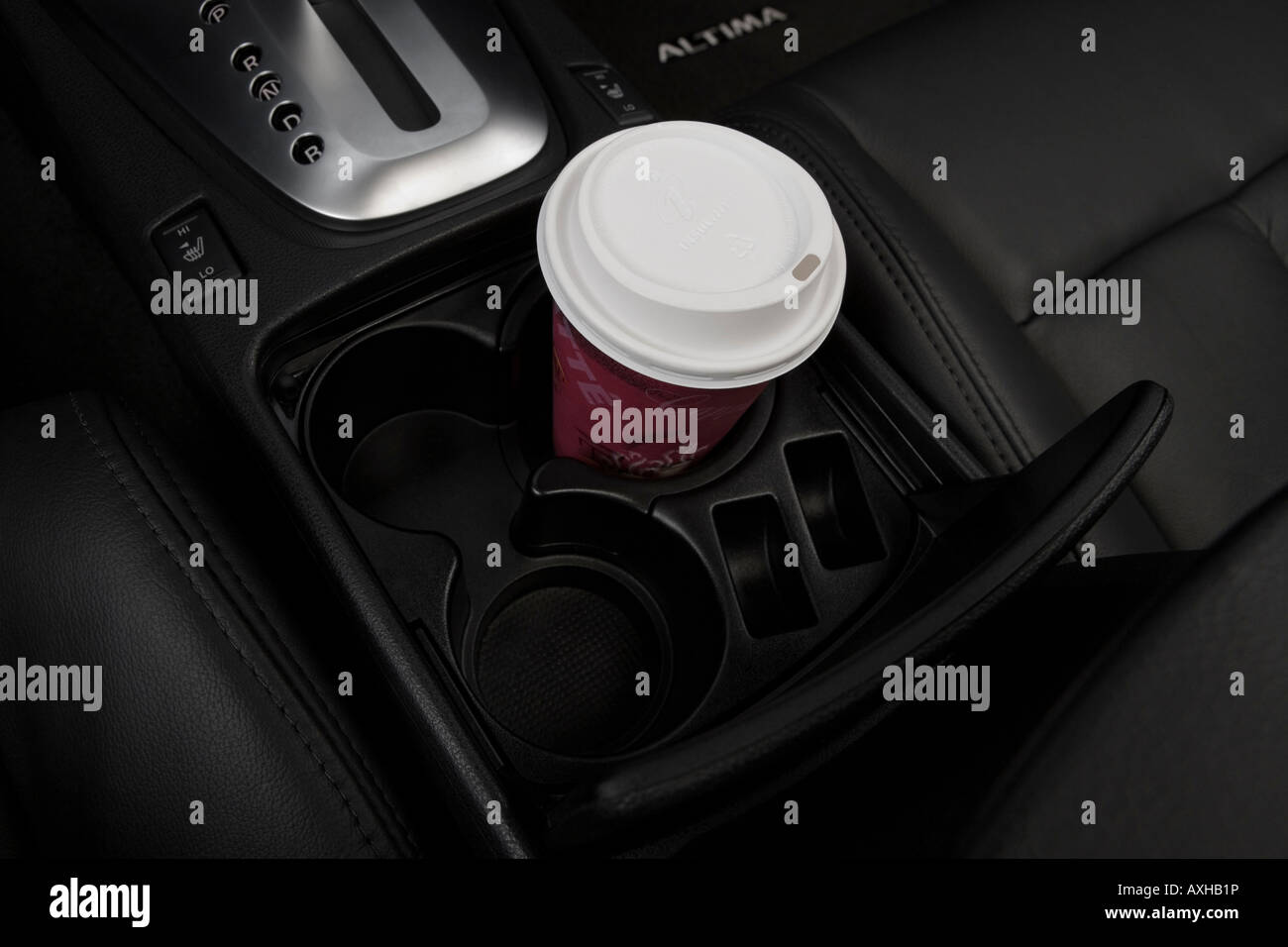 Nissan Altima: Cup holders
