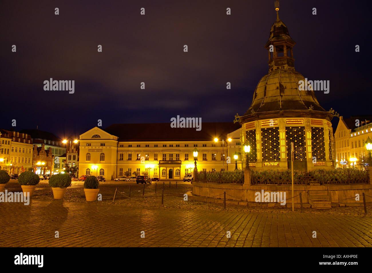 Wismar Marktplatz Abend - Stock Image