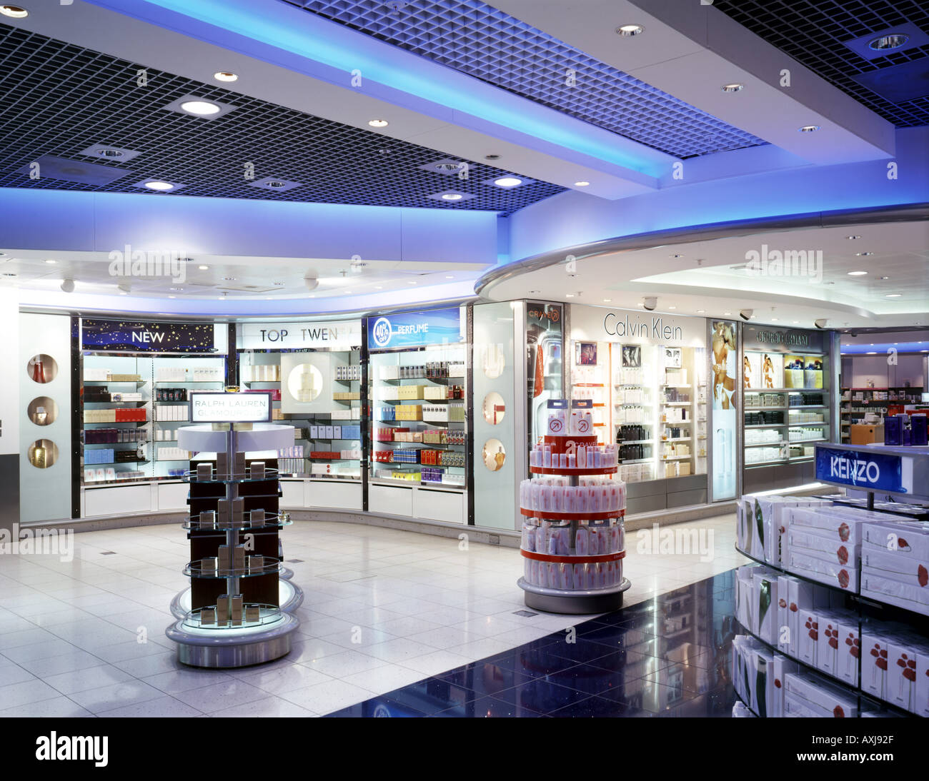 bd3862b500e1 Stansted Airport Duty Free Shop Stock Photos   Stansted Airport Duty ...