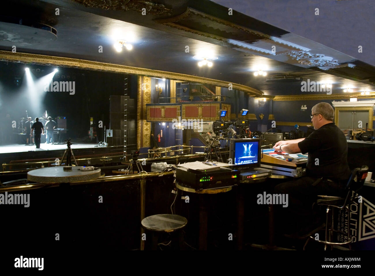 ILLINOIS Chicago Lighting setup for video taping of performance by Keyshia Cole at the Vic Theater - Stock Image