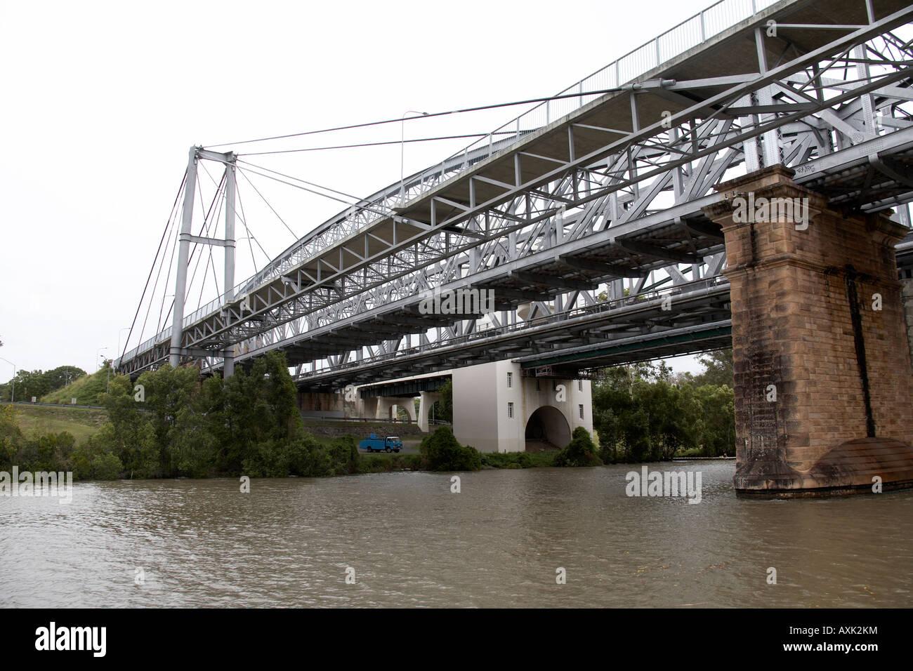 Coonan t Bridge with railway and foot bridge over Brisbane