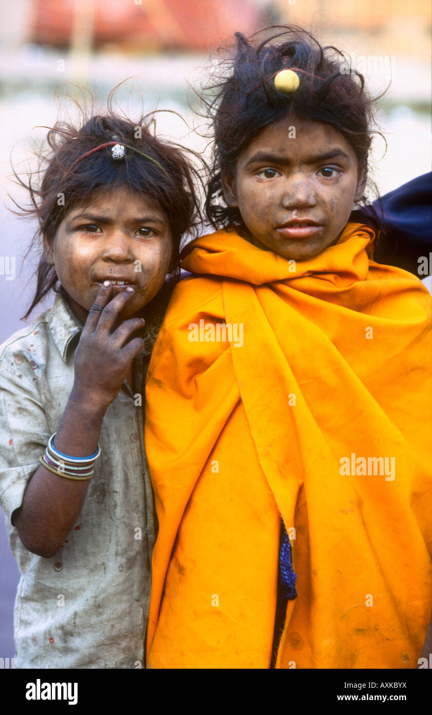 Dirty and impoverished Street children of the untouchable caste begging on the streets of Jaipur Rajasthan India - Stock Image