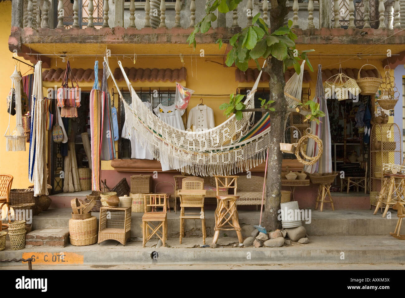 Muebles Nahuizalco Salvador - Store Selling Furniture Hammocks And Crafts In Nahuizalco El [mjhdah]http://c8.alamy.com/comp/AXMW9K/store-selling-furniture-hammocks-and-crafts-in-nahuizalco-el-salvador-AXMW9K.jpg
