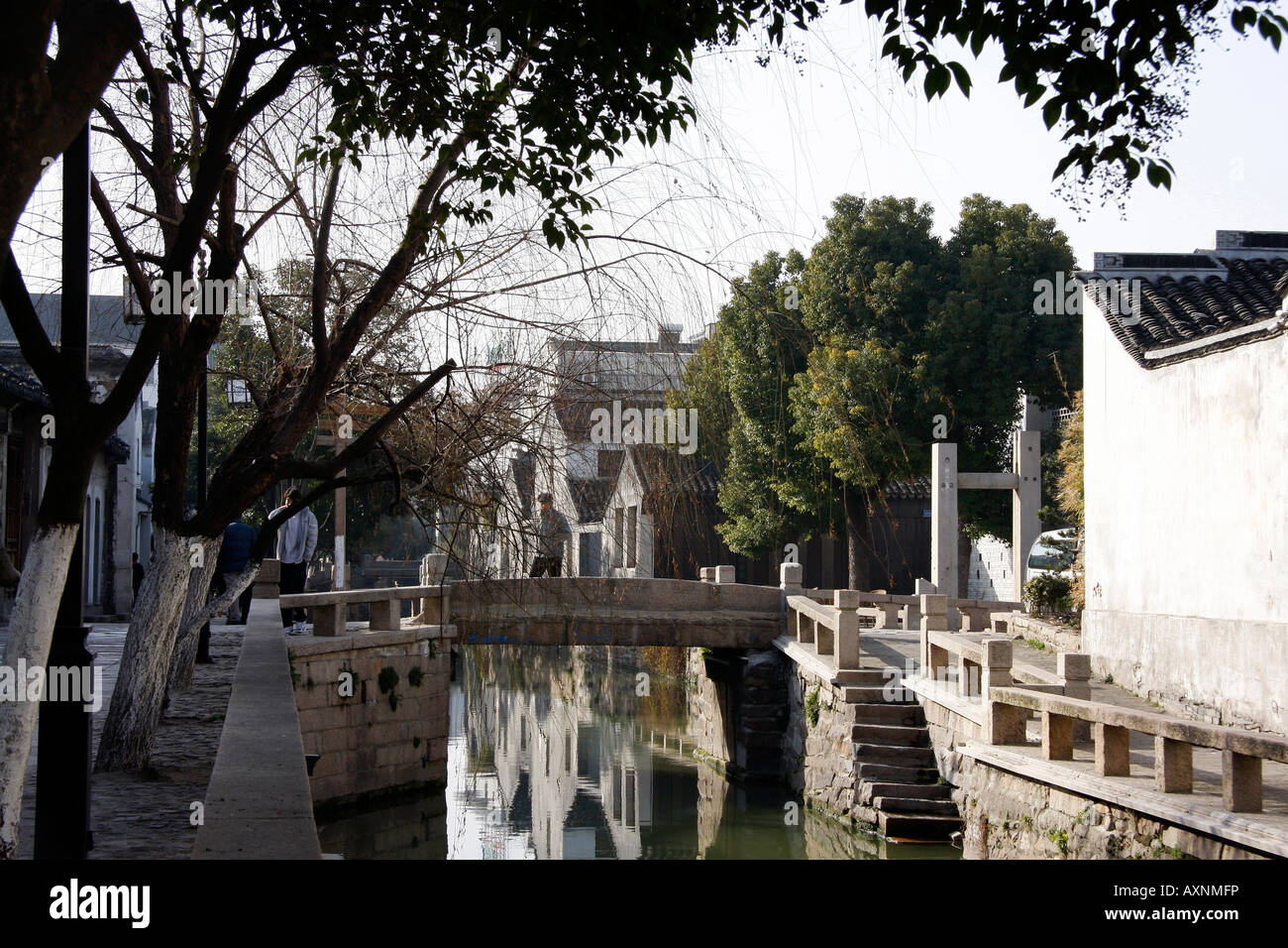 Canal bridge in the 'old town' of Suzhou China - Stock Image