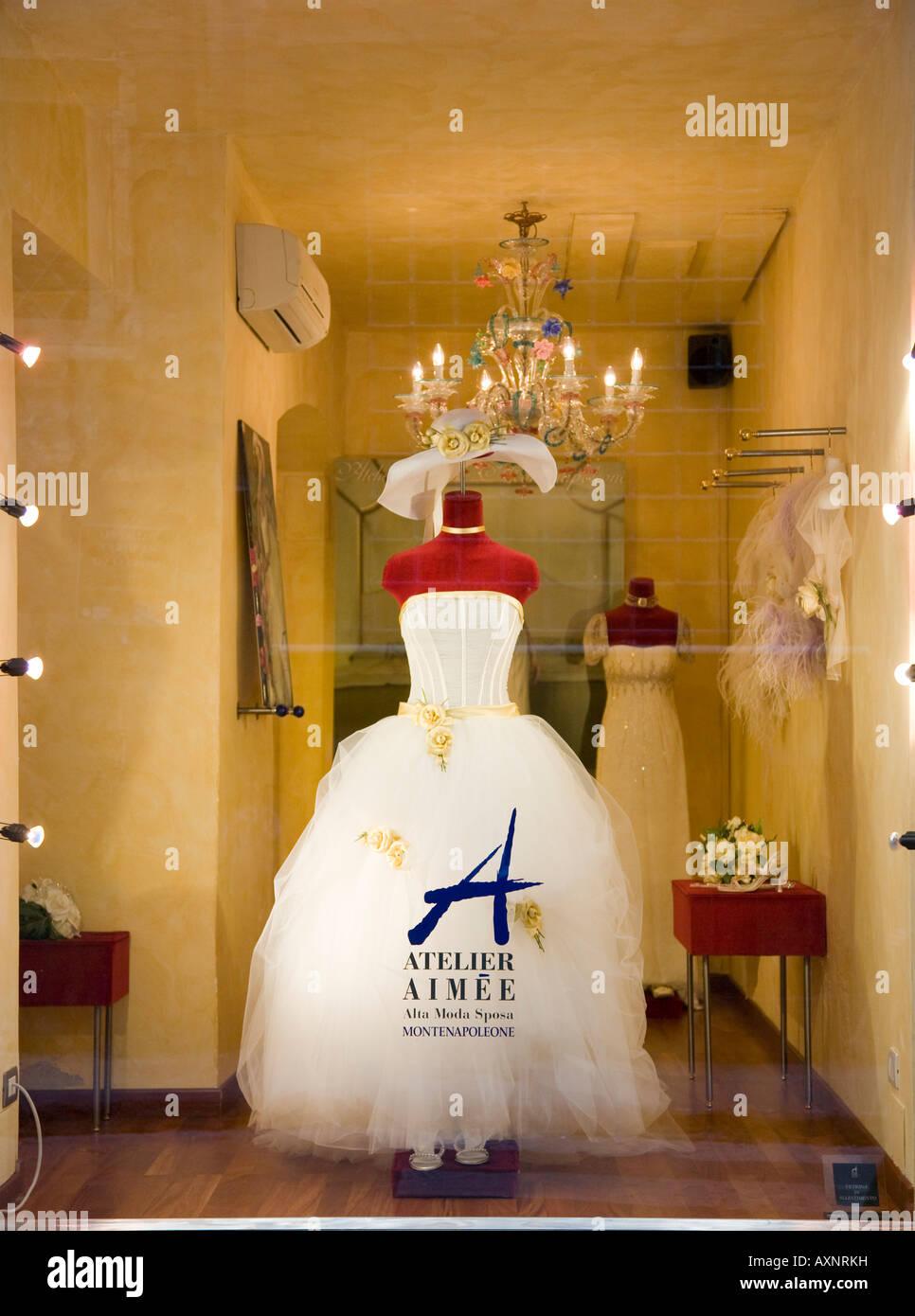 Wedding Dress In Shop Window Stock Photos & Wedding Dress In Shop ...
